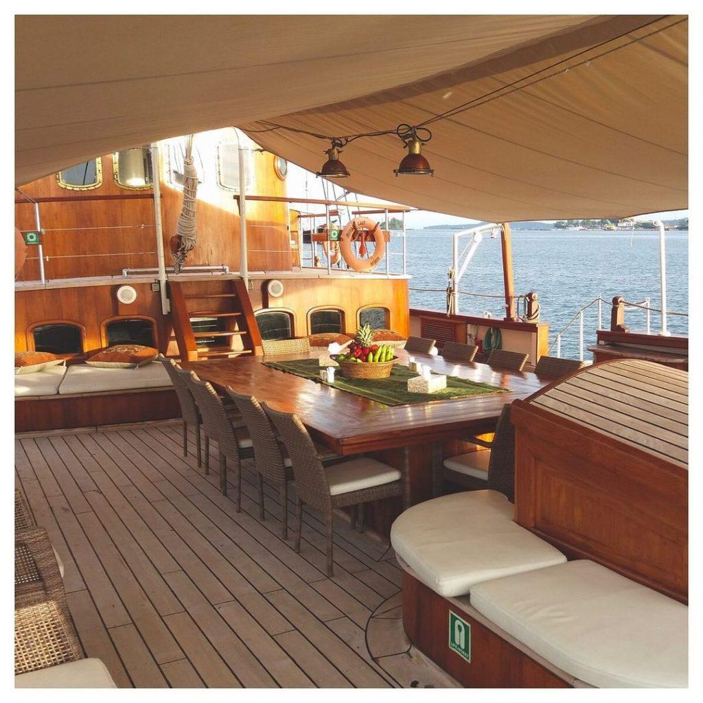 Mutiara Laut Komodo Boat Charter