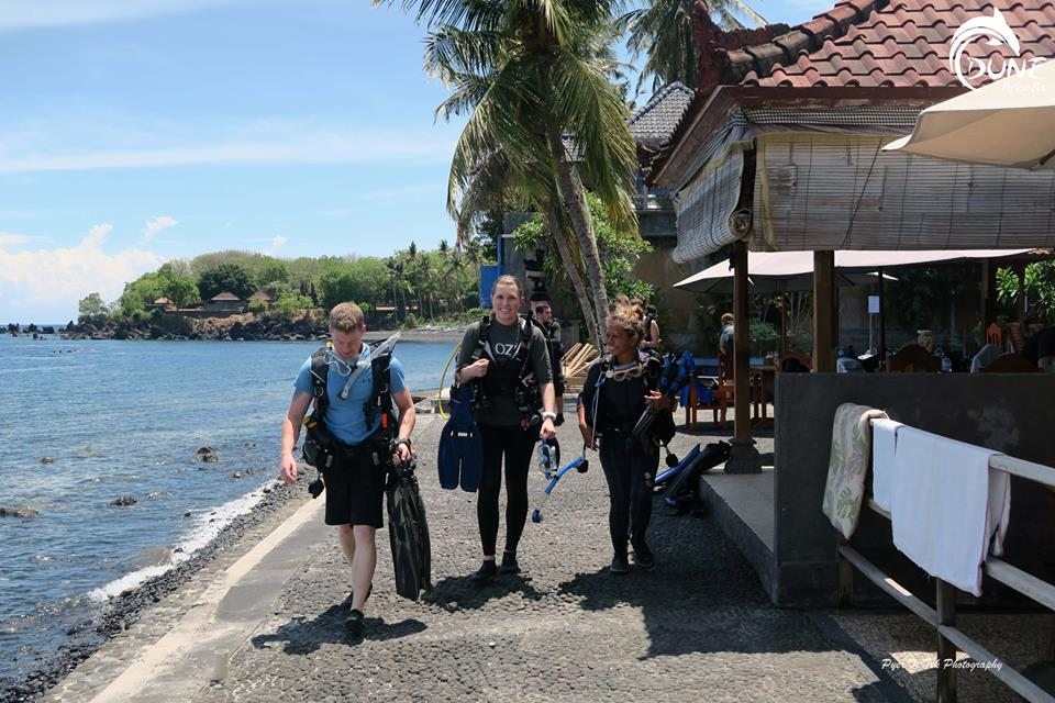 scuba diving holidays for beginners
